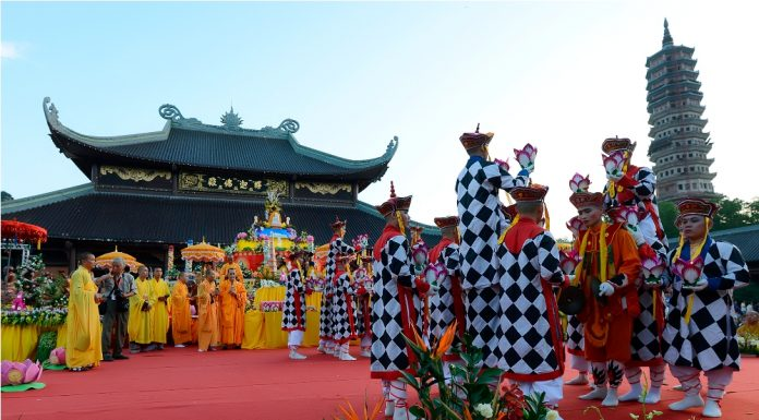 Lễ hội chùa bái đính ninh bình