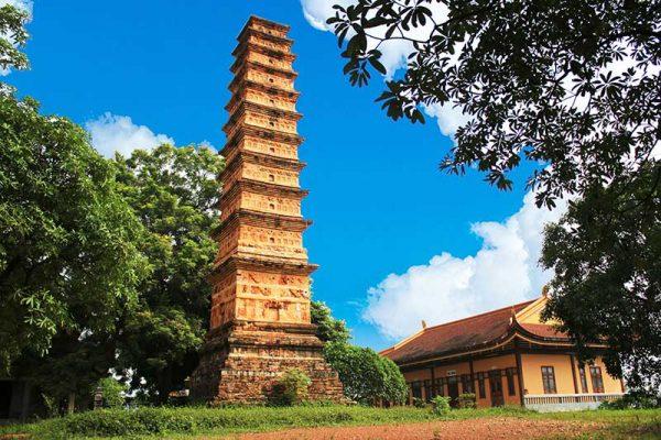 Tháp Bình Sơn là một di tích lịch sử ở Vĩnh Phúc