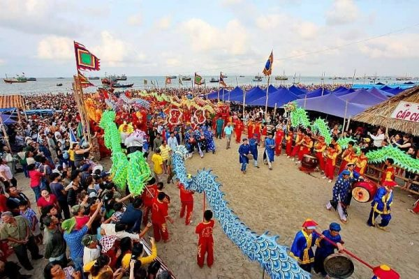 Diễn biến lễ hội Dinh Cô