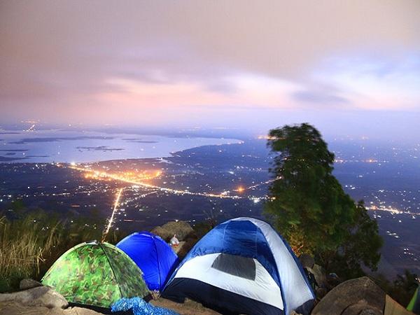 cắm trại núi Bà Đen để săn mây trời