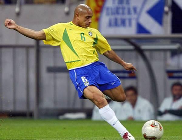 Những cầu thủ có lực sút mạnh nhất bóng đá thế giới 3